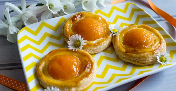 Feuilletés aux abricots et à la crème pâtissière