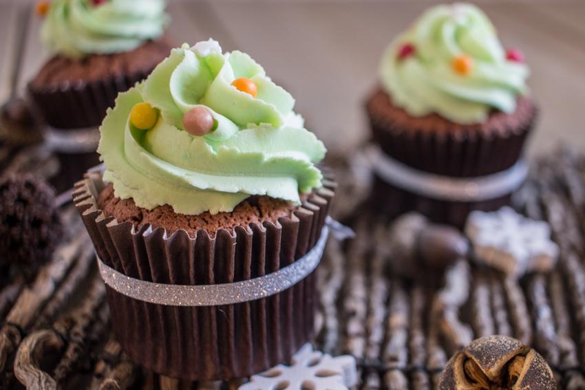 Cupcakes au chocolat façon sapin de Noël