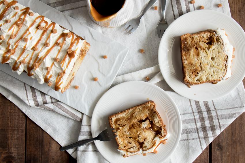 Poke cake aux pommes et caramel