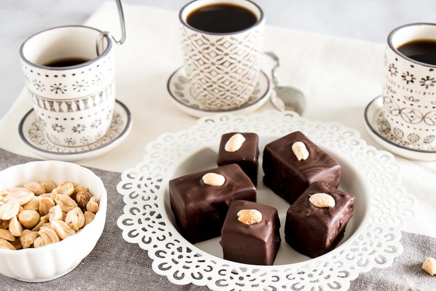 Bouchées caramel et cacahuètes au chocolat