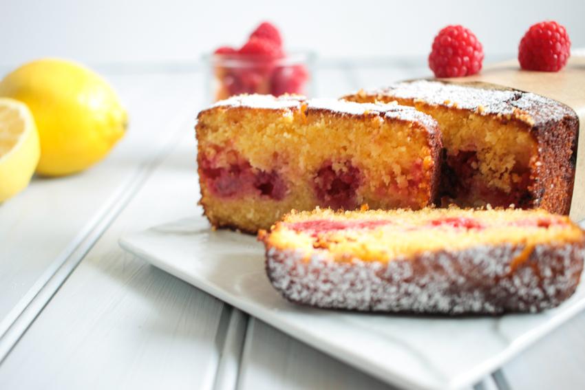 Cake de polenta aux framboises et au citron