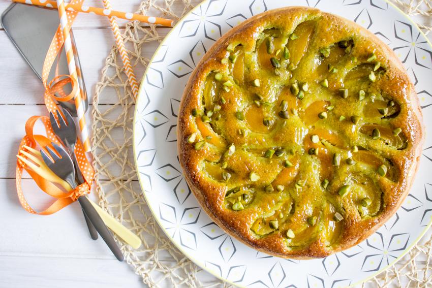 tarte aux abricots et à la crème d'amandes à la pistache
